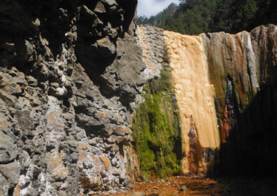 nomad-life-cascade-coloree-de-la-caldera-la-palma